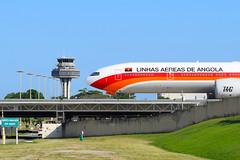 TAAG Boeing 777-3M2 ER D2-TEI RioGaleão