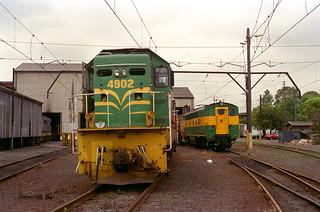 4902 & 4201 at Delec. Sat 04/11/95