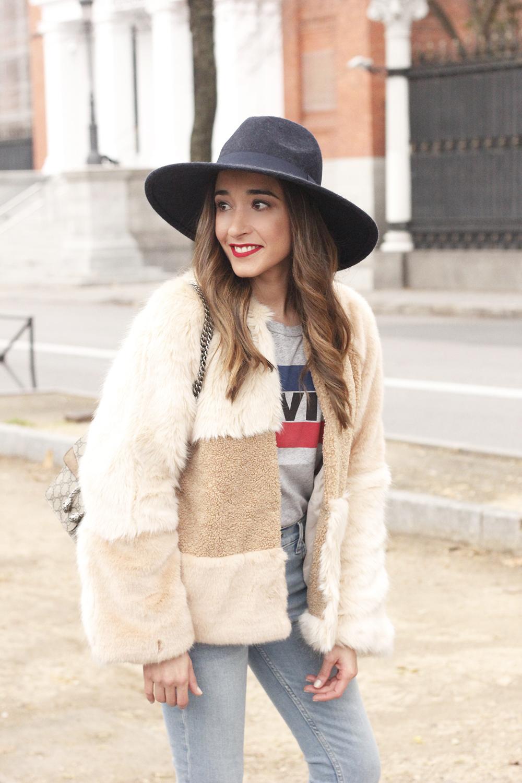 Beige faux fur coat zara blue hat nude heels jeans style fashion outfit winter 04