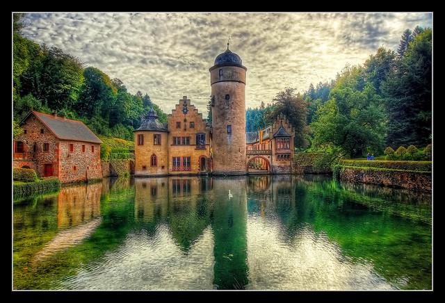 Mespelbrunn - Schloss Mespelbrunn 01