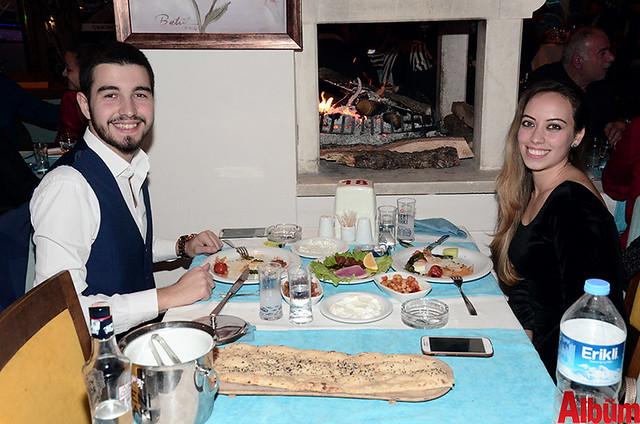 Alihan Karataş ve arkadaşı Albüm için poz verdi.