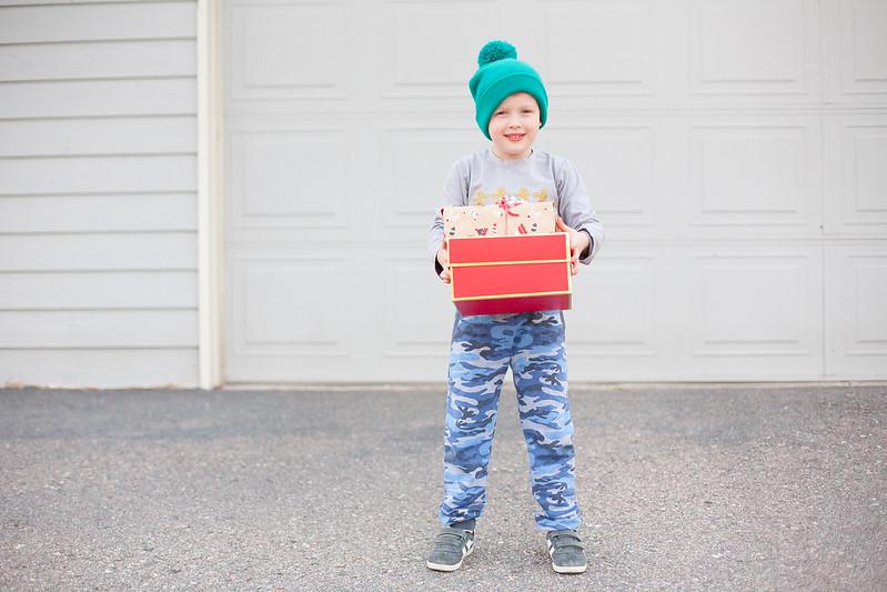 boy-present-christmas