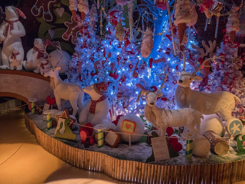 Déco dans la maison du Père Noël 39112559671_b47de343a2_b
