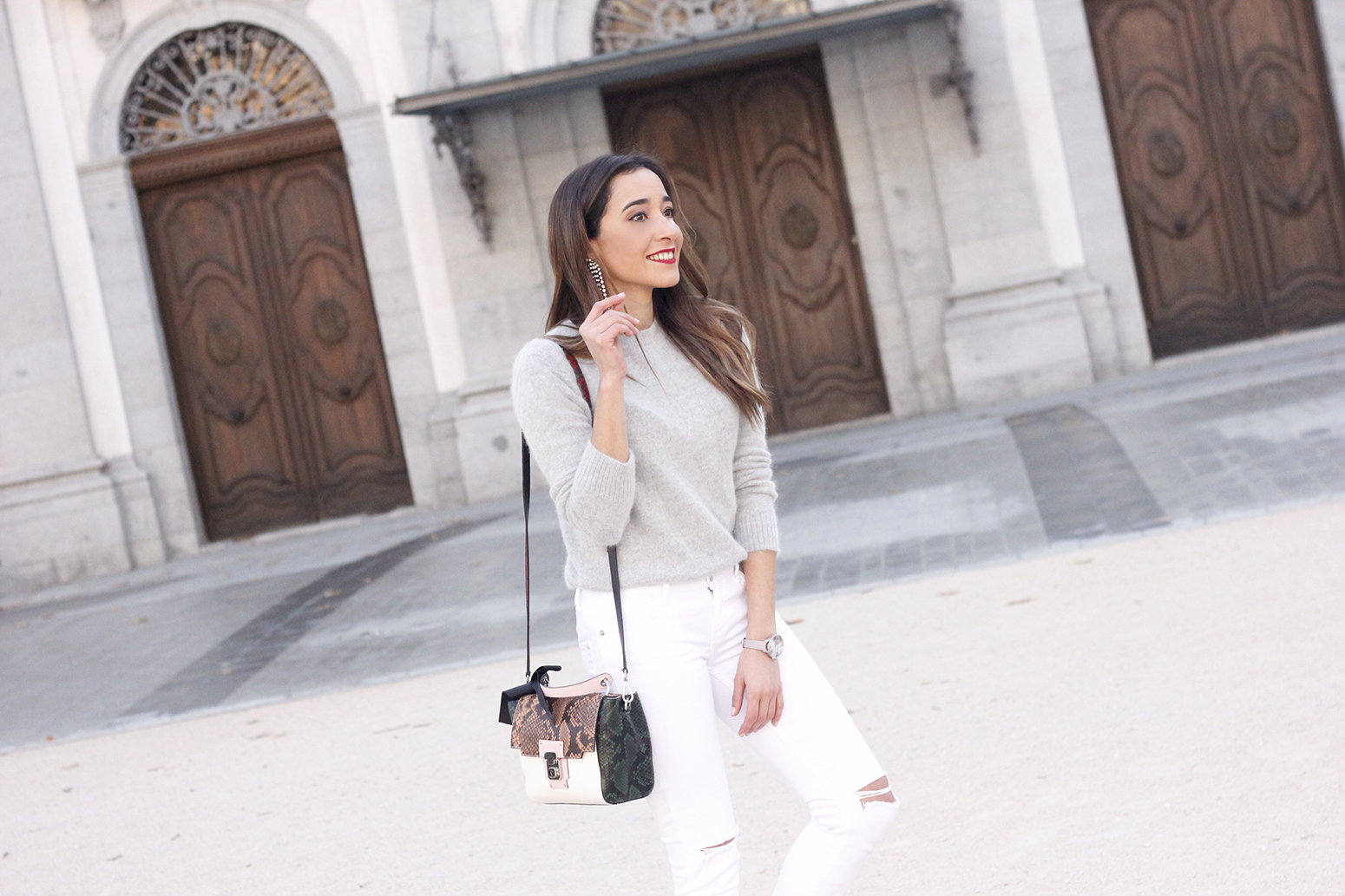 gray angora sweater white jeans uterqüe bag heels outfit style fashion winter08