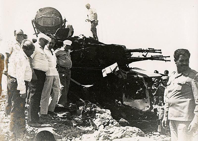 ZSU-23-4-destroyed-and-soviet-specialists-1982-q-iru-1