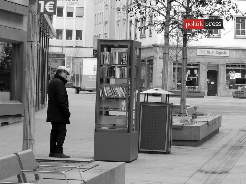 biblioteca en la calle politikpress