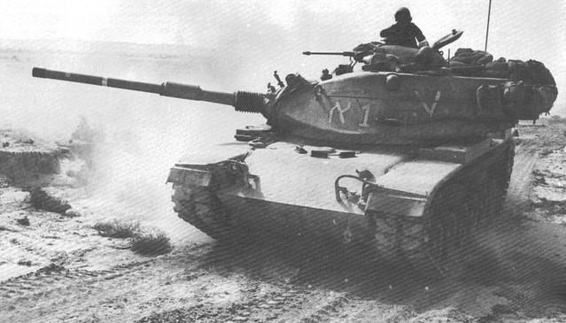 Ισραηλινό M-60 κατά τους αραβο-ισραηλινούς πολέμους. Ο πύργος ειναι βαμμένος με τα διακριτικά αναγνώρισης.