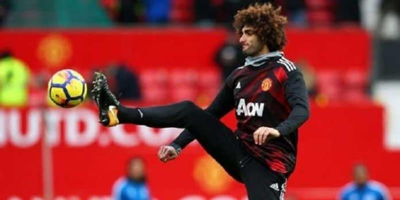 Manchester United Setengah Mati Pertahankan Marouane Fellaini