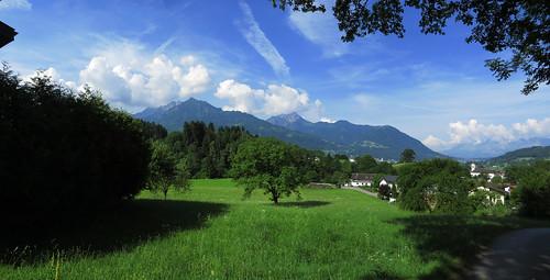 20170615 05 100 Jakobus Wolken Berge Wald Wiese Bäume Ortschaft KircheTurm_P01