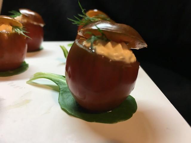 Tomates rellenos de salmón