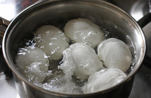 Huevos Rellenos (4)