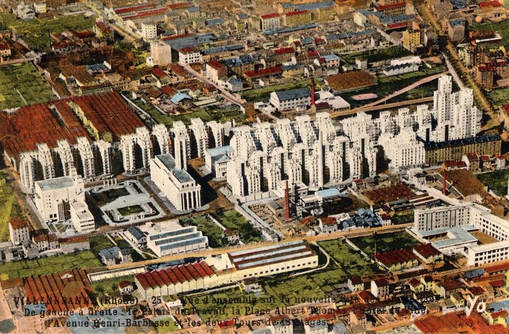 Vue d'ensemble du quartier de Gratte-ciel à Villeurbanne sur une ancienne carte postale.