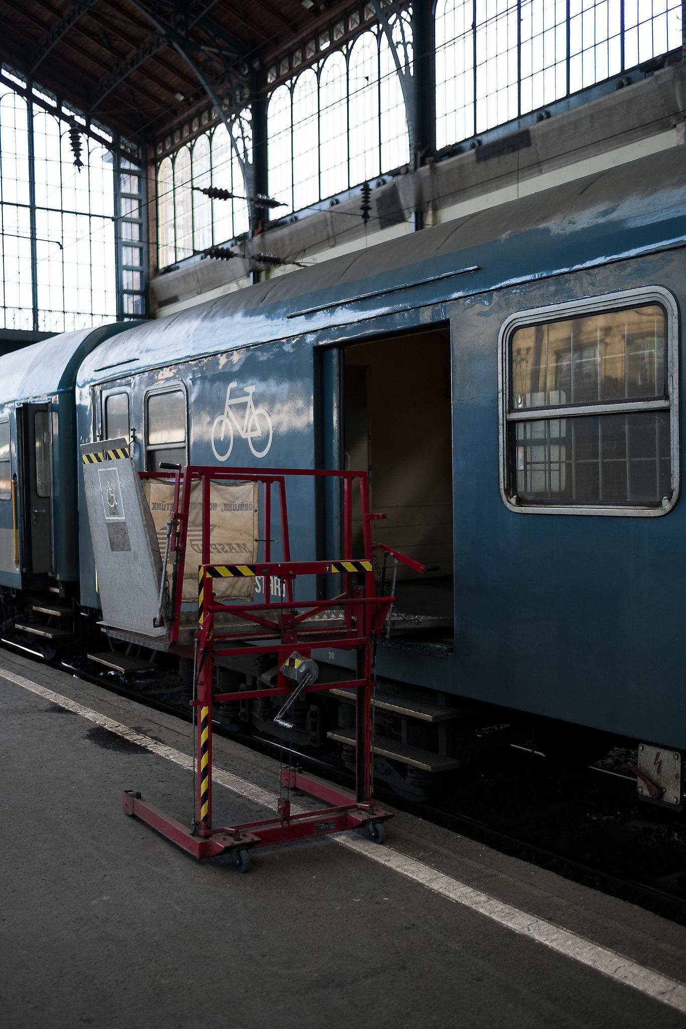 20180104 MÁV Nyugati pályaudvar kerekesszékes emelő szerkezet