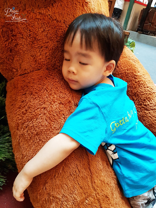 mid valley christmas 2017 teddy bear sleeping