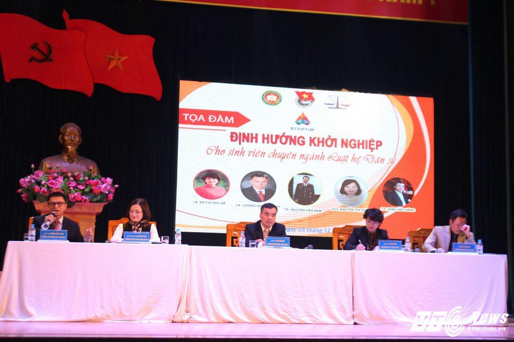 """LS Vũ Thị Thu Hà tham dự tọa đàm """"Khởi nghiệp cho sinh viên ngành luật hệ dân sự"""""""