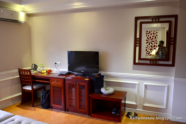halfwhiteboy - la beaute de hanoi hotel vietnam 16