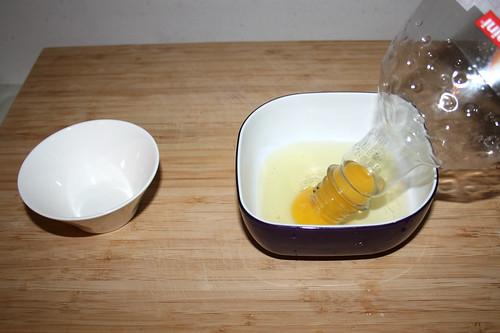 09 - Ei trennen / Extract egg yolk
