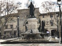 Aigues-Mortes: Place Saint-Louis