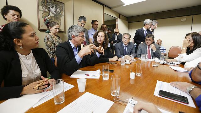 Antes de anunciar decisão pela obstrução das pautas, oposição se reuniu com representantes populares na Câmara  - Créditos: Gustavo Bezerra/Liderança do PT na Câmara