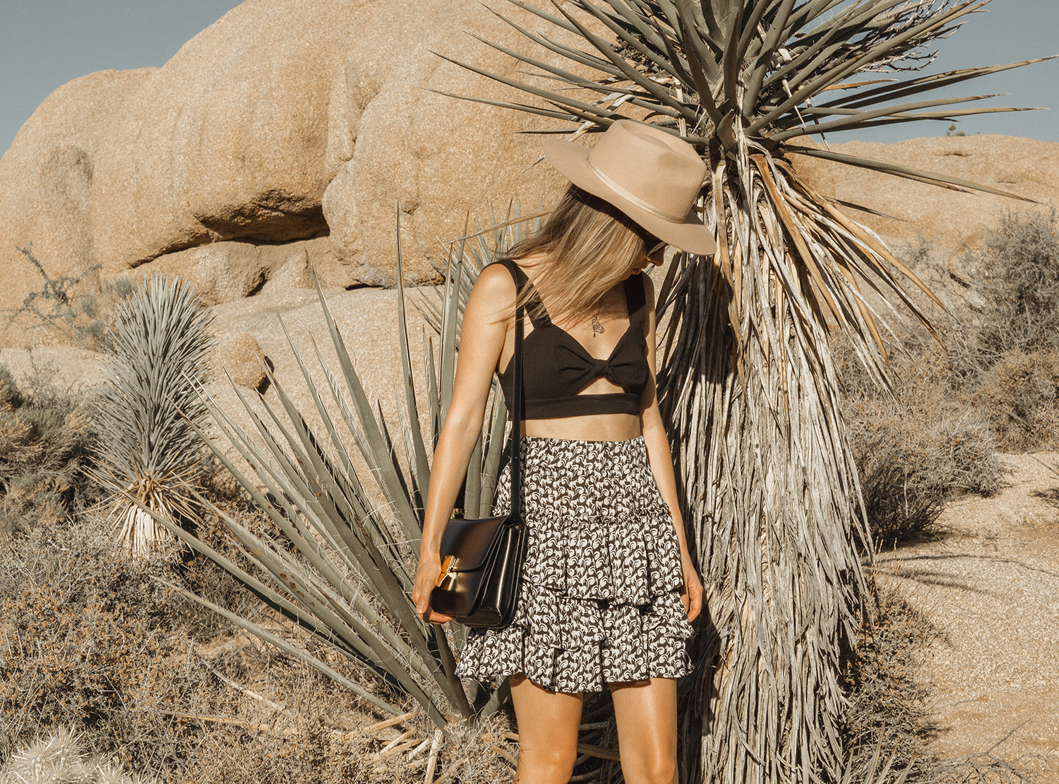 joshuatreepark_highwaistedskirt_lackofcolor_hat_thezulu_celinebox_california_blogger_01