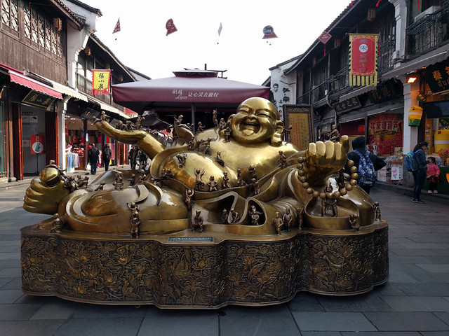 gold buddha on Hefang St