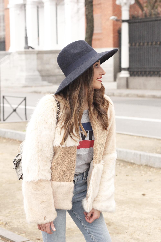 Beige faux fur coat zara blue hat nude heels jeans style fashion outfit winter 05