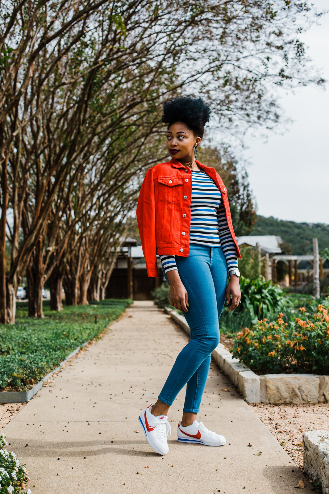 how to wear a red denim jacket