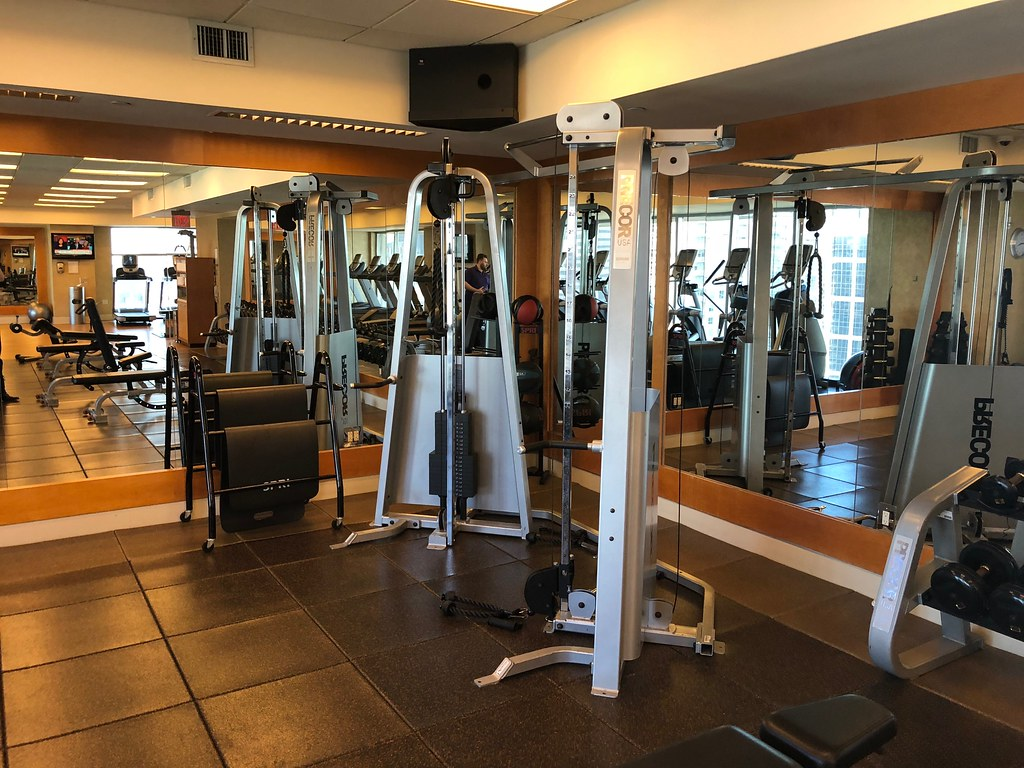 Hilton Americas-Houston Pool and Gym 15