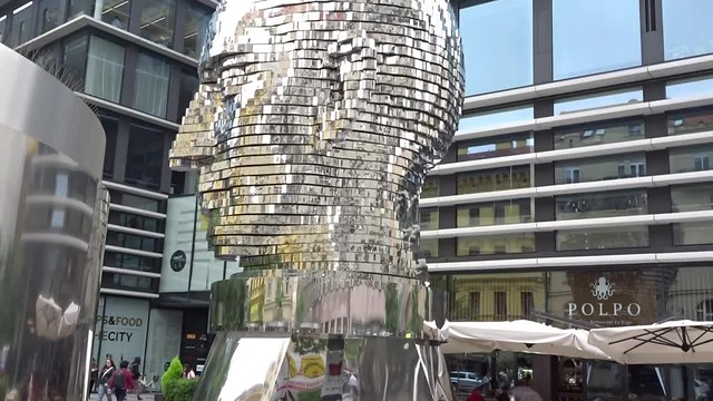 Cabeza metálica de Praga
