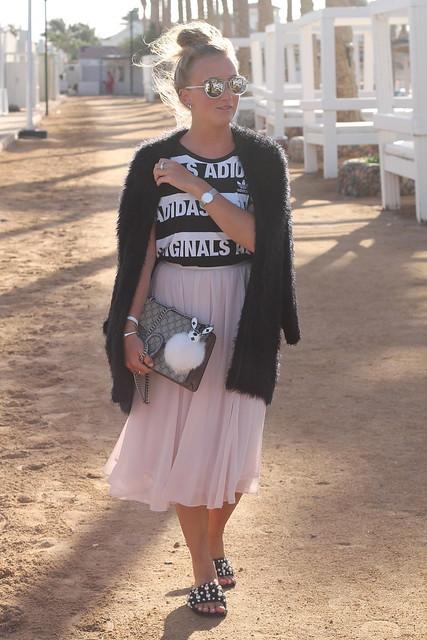 midi-skirt-whole-outfit-walk-wiebkembg