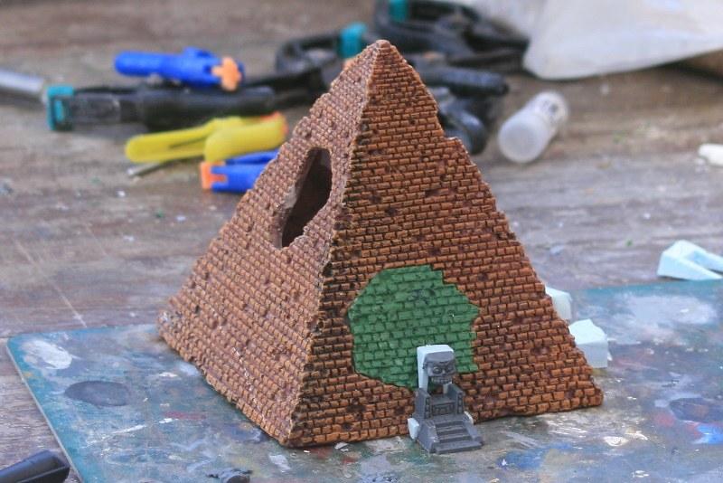 [Décors Aquarium] Une pyramide 25694189248_34aef84d89_c