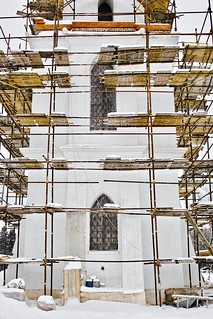 SDIM1508. The Church of Archangel Michael in Podzhigorodovo (Церковь Михаило-Архангельская в Поджигородово). 1778-1783. West view of bellower base in scaffolding