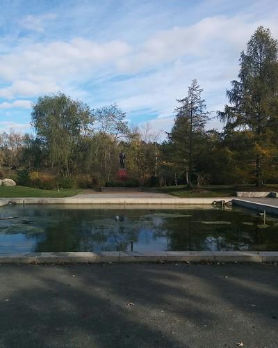 Dr. Schofield Memorial Garden (1) #toronto #torontozoo #redpanda #garden #statue #frankschofield #latergram