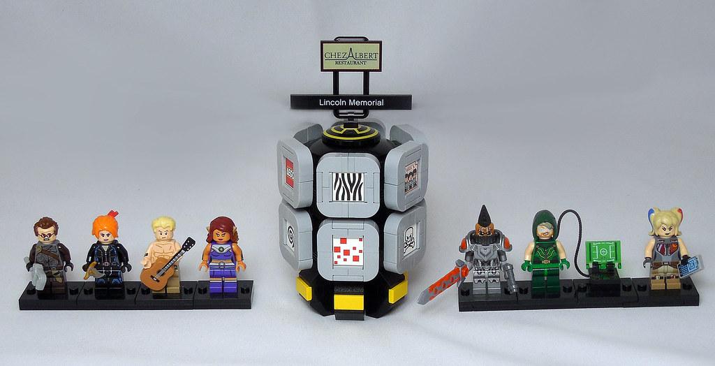 LEGO® MOC by Vitreolum: Cyberpunk #1 – Figbard & Monitors