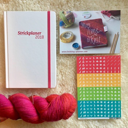 Learning and loving my 2018 Strickplaner | EvinOK