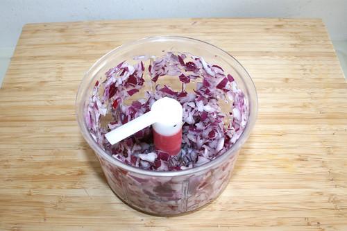 35 - Rote Zwiebeln würfeln / Dice red onion