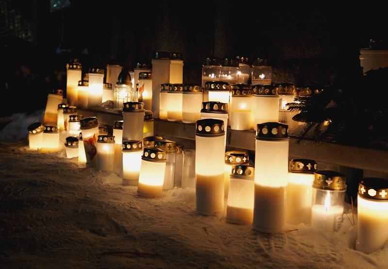 kynttilät haudoilla