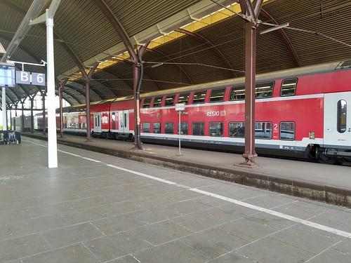 2階建て列車(広々)