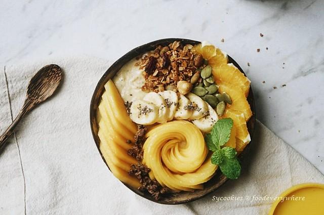 mango smoothie bowl (1)