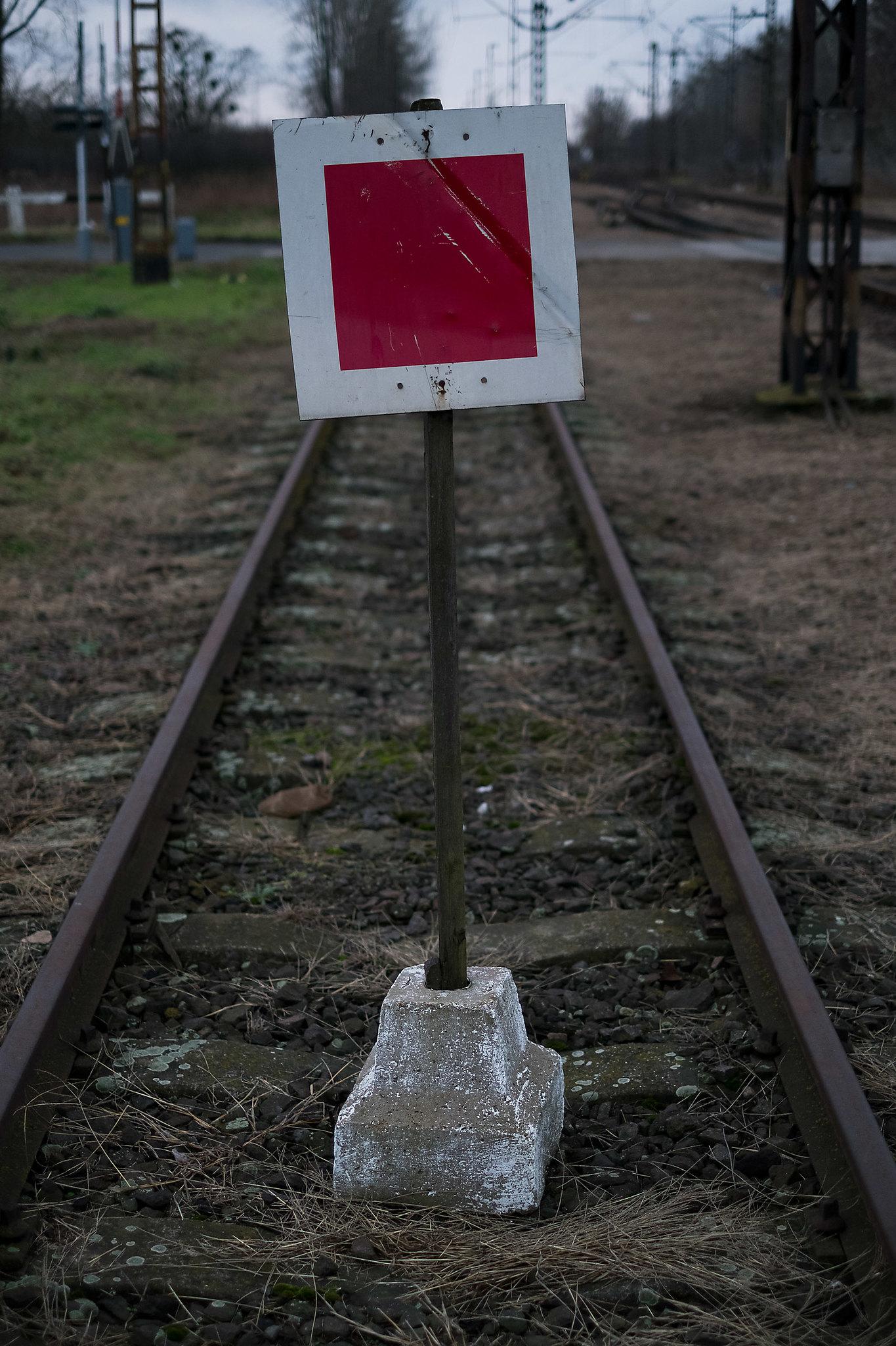 Kocsma mándokon és lezárt vágány az eperjeskei átrakó mellett | Fotók: Magócsi Márton