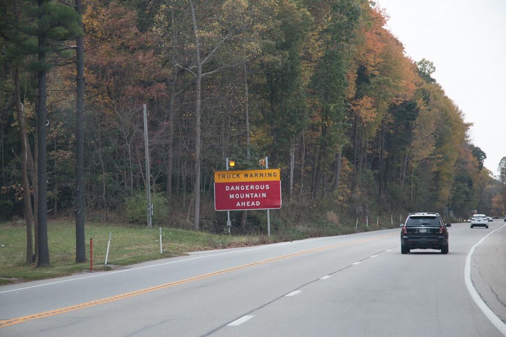 Truck warning sign in Laurel Highlands