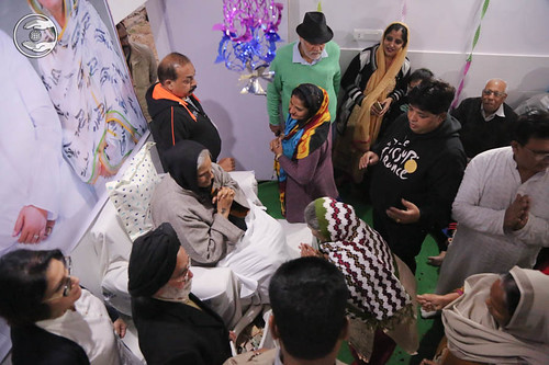 Devotees seeking blessings at Sant Nirankari Satsnag Bhawan, Balkrishan Colony, Agar