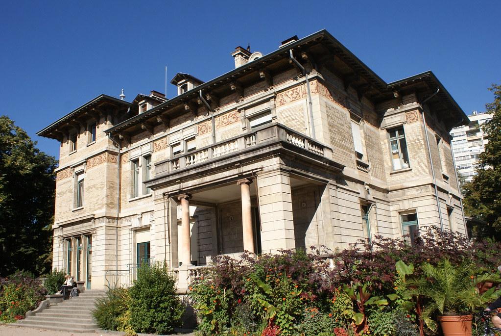 > Villa Gillet dans le parc de la Ceriseraie à Lyon.