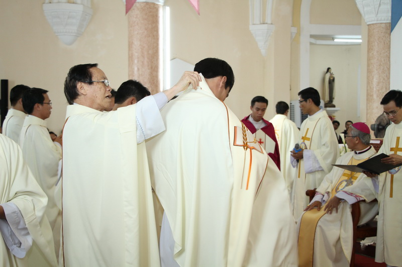 Thánh Lễ Truyền Chức Linh Mục Giáo Phận Qui Nhơn - Ảnh minh hoạ 91