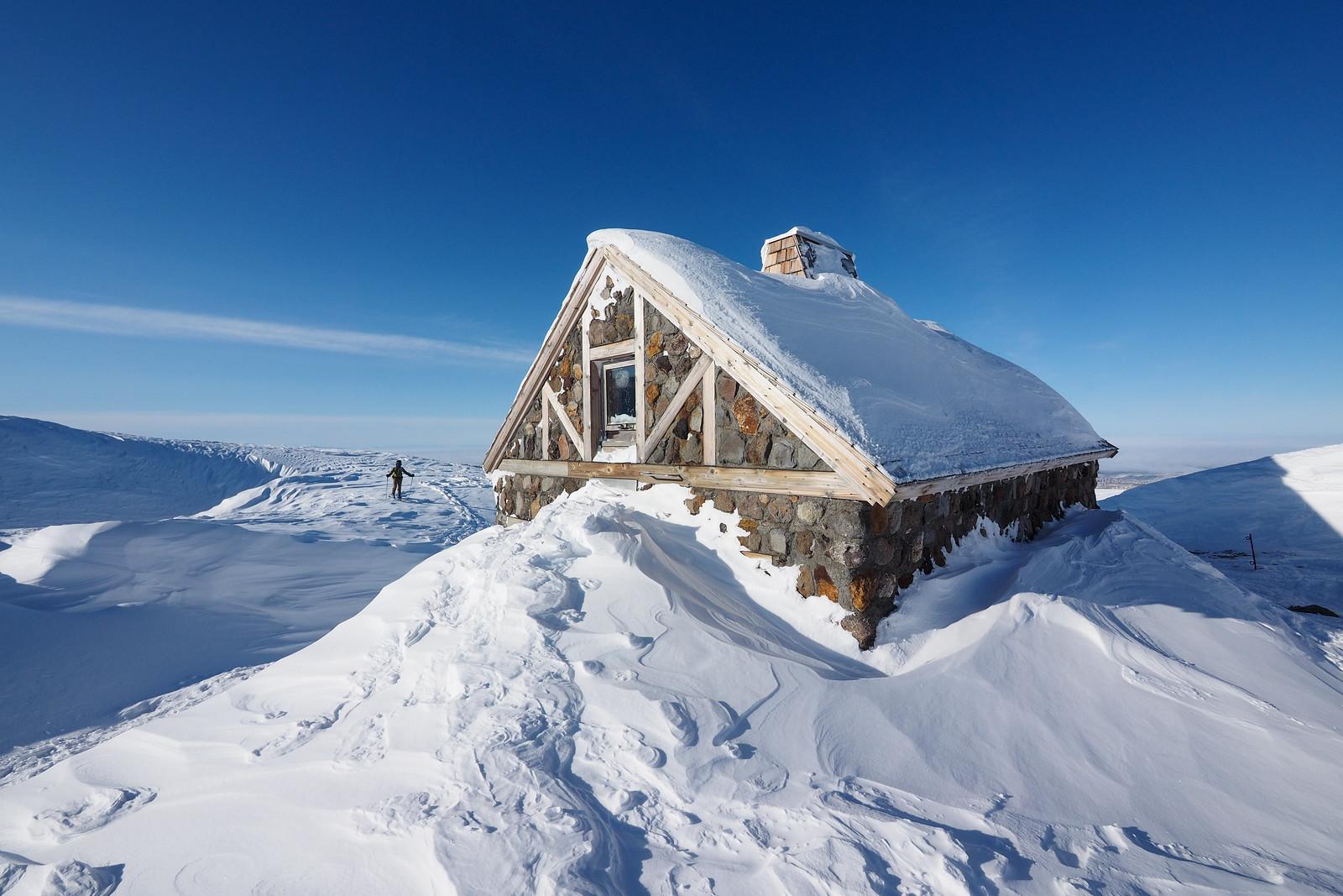 Mt. Asahi fumerole ski tour (Hokkaido, Japan)