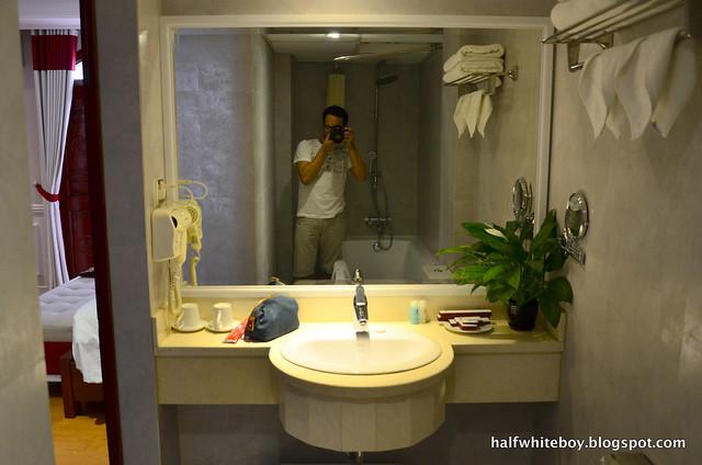 halfwhiteboy - la beaute de hanoi hotel vietnam 14