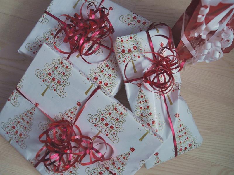 lahjapaketteja