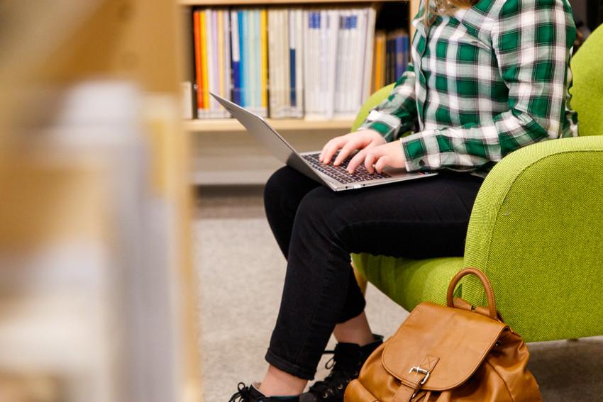 Opiskeluvinkkejä vinkkejä opiskeluun lukioon kirjoituksiin koeviikolle kokeisiin lukemiseen studying student-2418