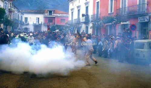 Rotondi (AV), 1980, Festa della Madonna della Stella. Il trasporto in paese della statua della Madonna.