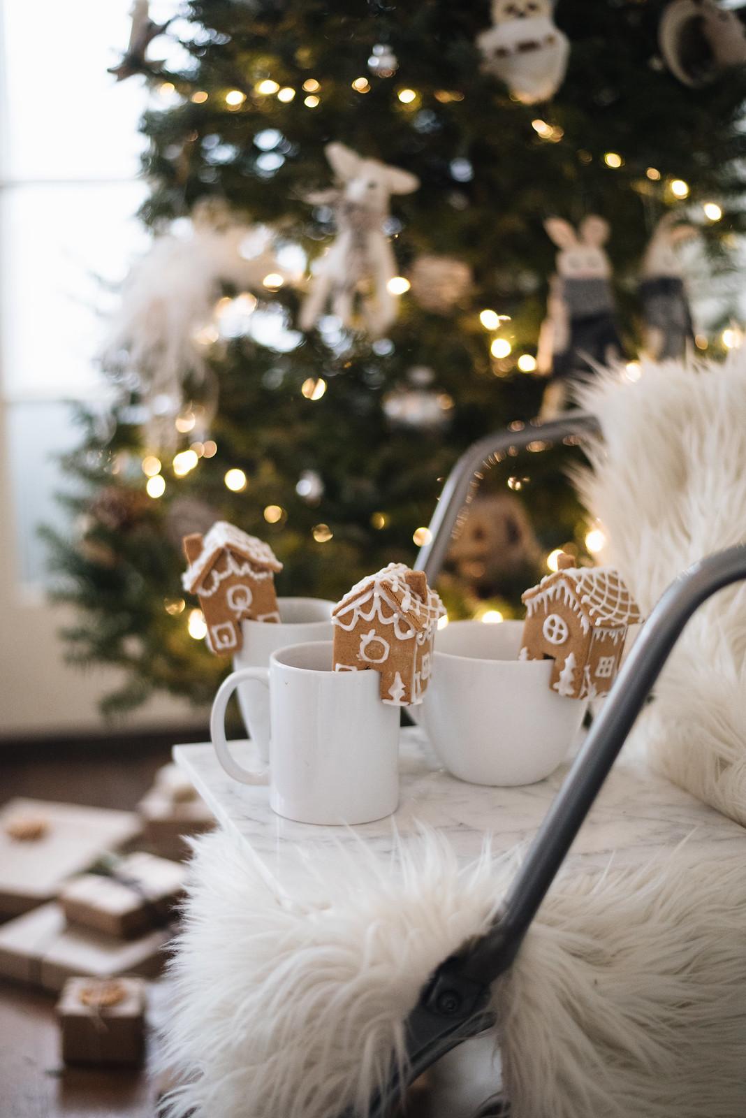 Mini Gingerbread Houses for Mugs on juliettelaura.blogspot.com
